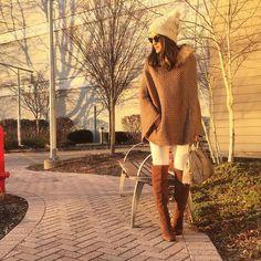 Para aqueles dias mais gelados, nada melhor do que uma peça confortável e quentinhas e os Ponchos são ótimas opções e que estão em alta neste Inverno! Por ser grande e pesado, ele pede um look mais sequinho por baixo, com calças skinny e botas ou calças flare, e por ser o destaque do look, …