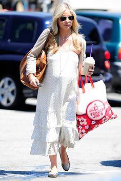Baby on Board    A very pregnant Sarah Michelle Gellar runs errands in Westwood, Calif. On August 9.