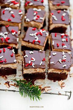 Spicy brownie with cinnamon cream Brookies, Christmas Sweets, Food Goals, Chocolate Brownies, Dessert Bars, Doughnuts, Gingerbread Cookies, Snacks, Baking