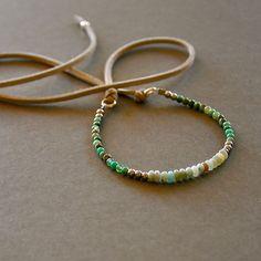 """Bracelet fantaisie pierres amazonites et opales vertes sur lien ajustable : Modèle """"Aurèle"""" : Bracelet par kanakeis"""