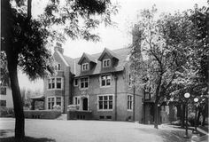 Brandeis Mansion from the corner 1920s by jhiner, via Flickr  http://www.flickr.com/photos/jamiedoug/3636078622/#. What the homes on east and west egg might of looked like.
