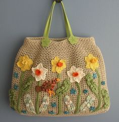 Best crochet flowers pattern Crochet flower patterns are excellent for a various array of initiatives. They can be utilized as appliqués on all the pieces from hats to footwear. Bag Crochet, Crochet Handbags, Crochet Purses, Love Crochet, Crochet Flowers, Magazine Crochet, Interweave Crochet, Spring Bags, Big Spring