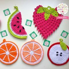Agarraderas tejidas en hilo Crochet Fruit, Crochet Food, Crochet Kitchen, Love Crochet, Crochet Motif, Diy Crochet, Crochet Patterns, Crochet Hats, Crochet Hot Pads