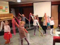 Hijo de la Luna - układ choreograficzny w wykonaniu dzieci z grupy Entliczek - YouTube Music For Toddlers, Videos Yoga, Dance All Day, Christmas Program, Music And Movement, Expressions, Chant, Kids Songs, New Media