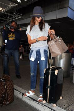 1d80ec14ab8 Olivia Culpo Found The Perfect Jeans To Update Your Spring Wardrobe