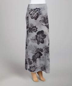 A fab foundation should be comfortable, stylish and endlessly wearable. Luckily, this long-and-lean maxi fits the bill. Its fold-over waistband flatters the figure, and a pleasing floral pattern adds to an ensemble's visual appeal.
