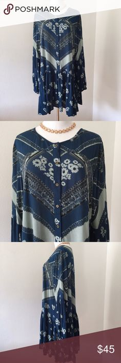 Free People Aqua floral Dress Boho Beautiful floral Botanical flower dress or button down tunic perfect for this colder weather! It is in excellent condition!! Free People Dresses Mini