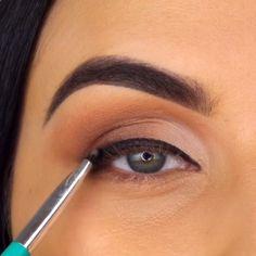 10 Glamorous Makeup Tips and Tutorials! 10 Glamorous Makeup Tips and Tutorials! Black Smokey Eye Makeup, Purple Eye Makeup, Makeup Eye Looks, Smokey Eye Makeup Tutorial, Makeup For Green Eyes, Natural Eye Makeup, Basic Makeup Tutorial, Glamorous Makeup, Glam Makeup