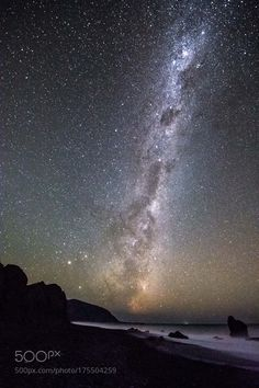 Starry night  The Milky Way from the dark coast of Wainuiomata in New Zealand  Camera: NIKON D7200 Lens: 10.0-24.0 mm f/3.5-4.5  Follow on Instagram: http://ift.tt/2drRvK7 Website: http://ift.tt/1qPHad3 and read how to see the Milky Way. Image credit: http://ift.tt/2cJPZGA  #MilkyWay #Galaxy #Stars #Nightscape #Astrophotography #Astronomy