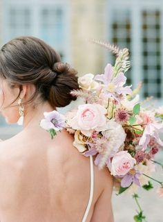 Royal Wedding Inspiration at Chateau de Champlatreux Spring Wedding Flowers, Bridal Flowers, Flower Bouquet Wedding, Bridesmaid Bouquet, Flowers In Hair, Floral Wedding, Fall Wedding, Bridal Bouquets, Mauve Wedding