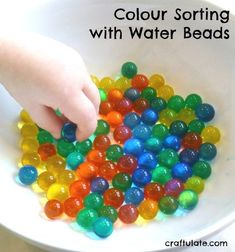 Use water beads for this colour sorting activity that combines learning colours with fine motor skills and sensory play. Fine Motor Activities For Kids, Sensory Activities Toddlers, Creative Activities For Kids, Creative Arts And Crafts, Motor Skills Activities, Sorting Activities, Kindergarten Activities, Fine Motor Skills, Sensory Play