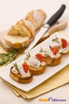 Bruschette lardo e rosmarino (lardo and rosemary bruschetta)