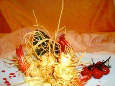 Gambero di mazara in crosta di capelli d'angelo, su crema di patata siracusana, ristretto di nero d'avola e gocce di miele di zagara - Le Ricette di Nonna Gilda