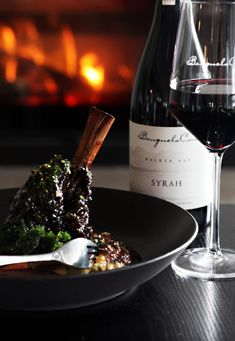Expect outstanding view, delicious food and relaxed eatery in the harmonious Hermanus. Fresh Oysters, Fine Dining, Delicious Food, Red Wine, Seafood, Restaurant, Twist Restaurant, Yummy Food, Red Wines