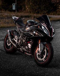 Motorcycle Dirt Bike, Futuristic Motorcycle, Cafe Racer Motorcycle, Racing Motorcycles, Motorcycle Design, Best Motorbike, Bike Bmw, Bmw S1000rr, Harley