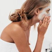 You love practical beauty helpers that can be used in many ways? Then you will be amazed by these tricks with baby powder … Beauty-Allrounder: Diese 8 genialen Hacks mit Babypuder müsst ihr ausprobieren! Beauty Regimen, Skin Care Regimen, Skin Care Tips, Acne Skin, Oily Skin, Anti Aging Skin Care, Natural Skin Care, Natural Beauty, Best Face Mask