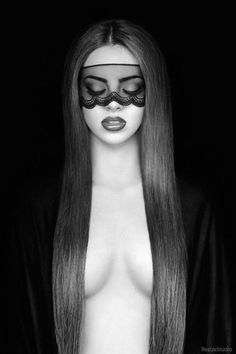 the erotic power of long hair on a beautiful female body . Black White Photos, Black And White Photography, Sexy Photography, Foto Portrait, Foto Art, Bandeau, Belle Photo, Kinky, Beauty Women