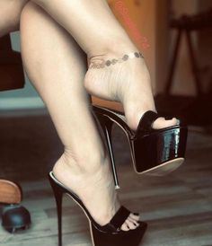 Sexy Legs And Heels, Hot High Heels, Platform High Heels, Womens High Heels, Women In Heels, High Heels Stilettos, Talons Sexy, Pantyhose Heels, Beautiful High Heels