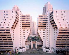 Ретрофутуристические здания Парижа Laurent Kronental