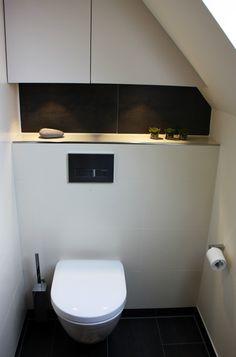 Die Nische trennt den WC-Bereich vom übrigen Bad und schafft so Intimsphäre