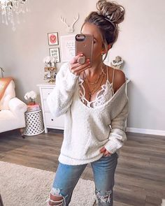 Fav combo of all time! Found this sweater back in stock Fav combo of all time! Found this sweater back in stock Source by and bralette outfit Mode Outfits, Trendy Outfits, Fashion Outfits, Womens Fashion, Modest Fashion, Fashion Tips, Fall Winter Outfits, Spring Outfits, Autumn Winter Fashion
