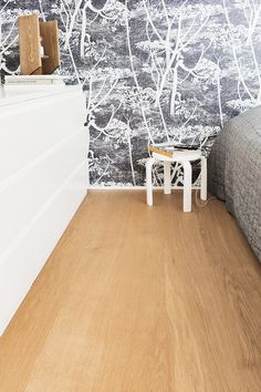 Timberwise Eikeparkett i Select-sortering, børstet med en hardvoksoljet overlate. En select-sortering er nøye utvalgt, nesten kvistfri og jevn i fargenyansen. #timberwise #parkett #tregulv #skogr #inspo Wooden Flooring, Matcha, Shag Rug, Nest, Wax, Pure Products, Traditional, The Originals, Floors