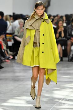Fashion Week Paris Spring/Summer 2019 look 12 from the Sacai collection womenswear Couture Fashion, Runway Fashion, Boho Fashion, Winter Fashion, Fashion Show, Fashion Design, Fashion Rings, Style Fashion, Summer Coats