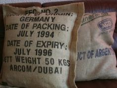 kussens gemaakt van oude jute koffie zakken