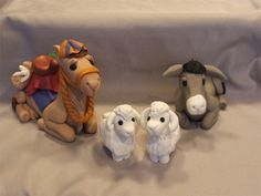 pics of clay animals Polymer Clay Kunst, Sculpey Clay, Polymer Clay Figures, Polymer Clay Animals, Polymer Clay Projects, Polymer Clay Creations, Polymer Clay Ornaments, Polymer Clay Christmas, Clay Figurine