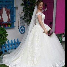 #2017 #2018 #tesettür #dugun #damat #buket #özel #tasarım #düğün #organizasyon #duvak #nisanlik #balık #wedding #engagement #bride #weddingdress #weddingflower #dress http://turkrazzi.com/ipost/1525633908619054906/?code=BUsI_Tsh486