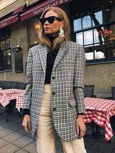Chic office outfit ideas for the girl who wants to know what to wear to work, on any given day of the week. See our favourite looks to copy here.
