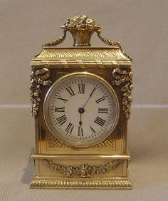Reloj de finales del siglo 19 boudoir plata. - Gavin Douglas Antigüedades