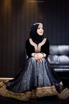 My friend loves black wedding dress so much, i'll show her this one ^^