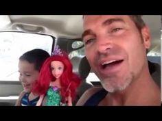 Vader reageert geweldig op zoon die pop kiest
