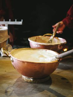 La Mère Poulard et sa mythique omelette Création de l'auberge au Mont Saint-Michel et histoire