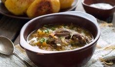 Рецепта за Курбан чорба с овчи джолан. Как се прави Курбан чорба с овчи джолан. Месото и джоланът се посоляват и се...