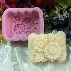 1 x DIY Sunflower Soap Mold. Soap Mold Size:A pp 9 7 (L W H). The details on the mold is delicate and clear, Soap making lovers can not miss it! Soap Size: App 5 (L W H). Savon Soap, Homemade Soap Recipes, Homemade Paint, Candle Molds, Soap Bubbles, Idee Diy, Home Made Soap, Handmade Soaps, Soap Making