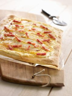 Pizza au Munster, pomme et bacon - Pizza Hut! Pizza Au Bacon, Bacon Bacon, Munster, Pizza Hut, Hawaiian Pizza, Summer Recipes, Entrees, Cheese, Papier Absorbant