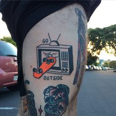 Tattoo outside skateboard. - Clube do skate.