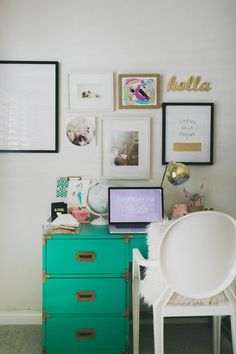 Cute Little Desk Space // Home Tour with Cassidy June of O My Darlings / Photography by Studio Castillero / Glitter Guide