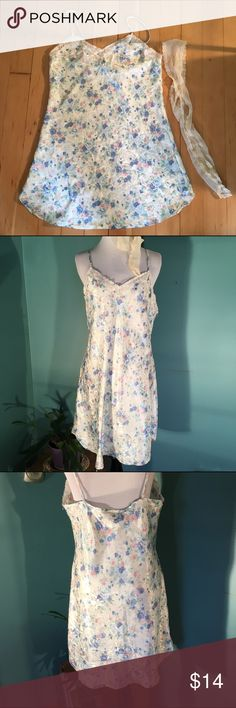 "Vintage Nordstrom slip This is a vintage Nordstrom lingerie slip. It is floral and 100% polyester. The bust is 39"" and the length is 35"" ~ the straps don't adjust. Nordstrom Intimates & Sleepwear Chemises & Slips"