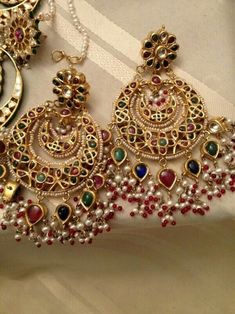 Uploaded by Find images and videos on We Heart It - the app to get lost in what you love. Indian Jewelry Earrings, Jewelry Design Earrings, India Jewelry, Antique Earrings, Wedding Jewelry, Antique Jewelry, Jewelery, Pakistani Jewelry, Indian Jewellery Design