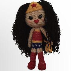Veros Wonder Woman pattern by Happy Crocheting Crochet Doll Pattern, Crochet Dolls, Crochet Patterns, Crochet Hats, Single Crochet Stitch, Harley Quinn, Crochet Stitches, Free Crochet, Wonder Woman