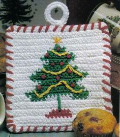 CHRISTMAS TREE POTHOLDER - Use scrap yarn for this delightful crochet pattern.