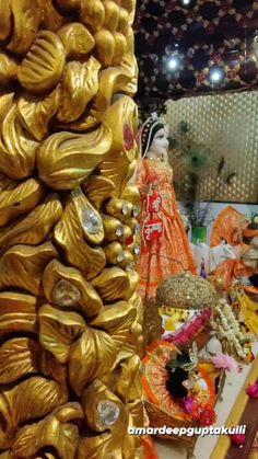 Radha Krishna Songs, Radha Krishna Love Quotes, Cute Krishna, Radha Krishna Pictures, Lord Krishna Images, Krishna Art, Janmashtami Pictures, Happy Janmashtami Image, Indian Wedding Flowers
