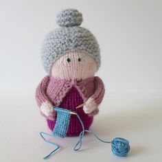 If you have problems viewing the images on your device, click here to go to my Ravelry store.