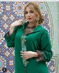 Instagram Morrocan Kaftan, Moroccan Dress, Fashion 101, Hijab Fashion, Womens Fashion, Arab Models, Arabic Dress, New Blouse Designs, Girl Photo Poses