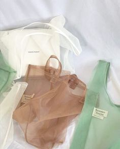 Natasha Holdgate Design :Packaging ideasIn love with these theopen_product mesh tote bags. subtle colours and no plastic in sight! Less plastic No Plastic, Plastic Shop, Ideias Diy, Creation Couture, Mode Vintage, Mode Outfits, Mode Inspiration, Mode Style, Wholesale Clothing