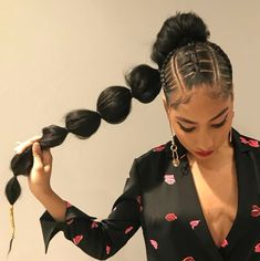 we've got found wonderful weave ponytail concepts which will show simply however beautiful and classy ponytails will be.we hope that you found the best Bubble Ponytail Hairstyles With Weave To Wear This Year. Weave Ponytail Hairstyles, Ponytail Styles, Protective Hairstyles, Braid Styles, Girl Hairstyles, Curly Hair Styles, Natural Hair Styles, Ponytail Ideas, Natural Hair Weaving Styles