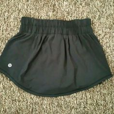 FLASH SALE☺☺Lululemon tennis skirt with shorts Has shorts attached underneath. Great condition with no flaws. lululemon athletica Shorts